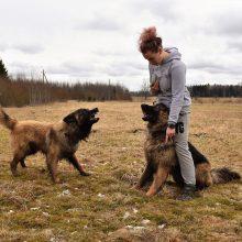 Pasaulį be agresijos šuniukų fėja kuria Žemaitijos kaime