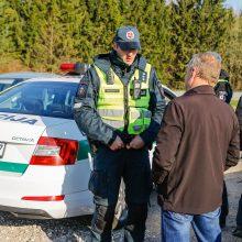 Patikrino: šio vyriškio kelionę nutraukė policijos reidas. Paaiškėjo, jog žmogus veikiausiai jau dešimtmetį vairuoja automobilį, neturėdamas vairuotojo pažymėjimo.