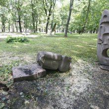 Medžiai Skulptūrų parke kaitina aistras