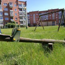 Vaikų žaidimų aikštelėse tyko pavojus?