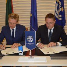 Tarp Uosto direkcijos vadovo A. Vaitkaus ir Palangos mero Š. Vaitkaus buvo pasirašyta perdavimo sutartis. Už Šventosios uosto atkūrimą tapo atsakinga Palangos miesto savivaldybė.