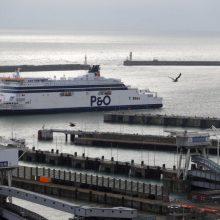 """Sprendimas: laivybos kompanija """"P&O Ferries"""" tarp Kalė ir Doverio plaukiojusius savo keltus dėl """"Brexit"""" iš Jungtinės Karalystės registro pervedė į Kipro."""