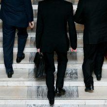 Gyventojų vis mažėja, bet savivaldybių biurokratijos aparatai pučiasi