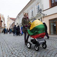 Seimas ėmėsi projekto dėl dešimčia eurų didesnės vaiko išmokos