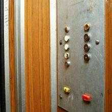 Trys dešimtys Vilniaus daugiabučių gali likti be liftų