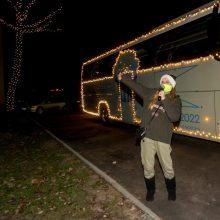 Į gatves išriedėjo kalėdinis autobusas