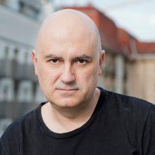"""Vilniaus festivalio finalas – su katalonų režisieriaus ir norvegų rašytojo """"Laukimu"""""""
