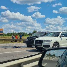 Per trijų automobilių avariją Vilniuje žuvo žmogus