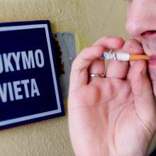 Seime vėl stringa pataisos dėl draudimo rūkyti balkonuose