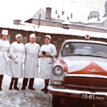 Greitosios pagalbos stoties darbuotojai ir automobiliai, 1961 m.