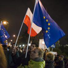 """Lenkijos Senatas atmetė teisėjų """"antsnukio įstatymą"""""""