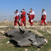 Iranas raginamas perduoti numušto lėktuvo savirašius Prancūzijai