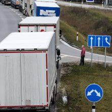 Panemunės pasienio kontrolės punktas užsikimšo: vežėjai sako, kad neįleidžiami į Rusijos pusę