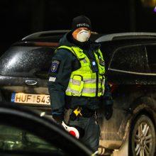 Policija pradėjo masinę judėjimo kontrolę: dauguma žmonių pasiruošę dokumentus