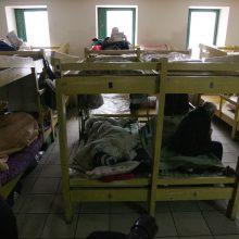 Stipriai atšalus Vilniaus nakvynės namuose kasnakt pasirūpinama apie 400 benamių