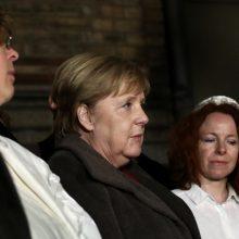 Po šaudynių Halėje A. Merkel dalyvavo solidarumo budėjime prie sinagogos