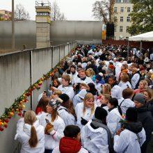 Praėjus 30 metų po Berlyno sienos griūties Vakarų aljansą krečia susiskaldymas