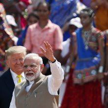 D. Trumpas per didžiulį mitingą Indijoje gyrė N. Modi
