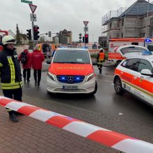 Vokietijoje automobiliui įsirėžus į karnavalo eiseną sužeisti dešimtys žmonių