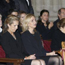 Nuo COVID-19 pasiskiepijusios Ispanijos karaliaus seserys sulaukė kritikos