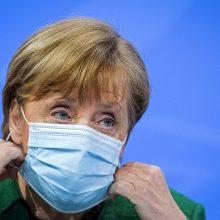 "A. Merkel remia U. von der Leyen grasinimą uždrausti ""AstraZeneca"" vakcinos eksportą"