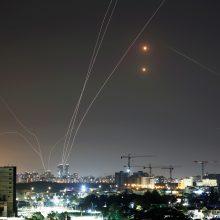"""""""Hamas"""" paleido 130 raketų salvę į Tel Avivą"""