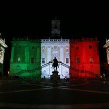 Italijos vėliavos spalvomis nušvis dalis istorinių sostinės pastatų