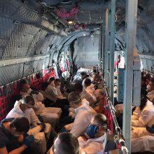 Iš Jungtinės Karalystės kariniu orlaiviu pargabenta 12 įtariamųjų ir nuteistųjų