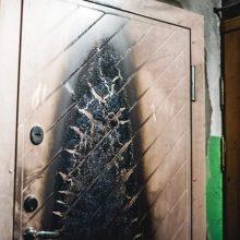 Klaipėdoje sulaikytas buto durų padegimu įtariamas vyras