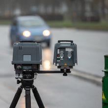 Policija trikojų greičio matuoklių išsigandusiems vairuotojams: neviršykite greičio