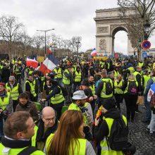 """Prancūzijoje – nauji """"geltonųjų liemenių"""" protestai"""