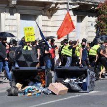 """Prancūzijoje – nauji policijos susirėmimai su """"geltonosiomis liemenėmis"""""""