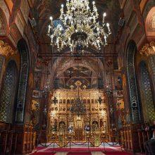 Rumunijos Bažnyčia dėl viruso pavojaus patarė tikintiesiems nebučiuoti ikonų