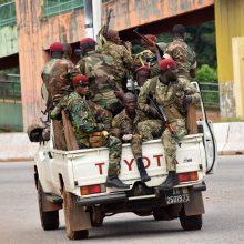 Gvinėjos kariuomenė įvykdė perversmą, suėmė prezidentą