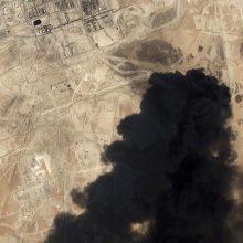 Tyrėjai: naftos objektams Saudo Arabijoje smogta iš Irano