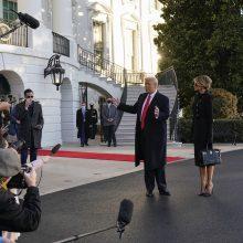D. Trumpas paskutinį kartą paliko Baltuosius rūmus