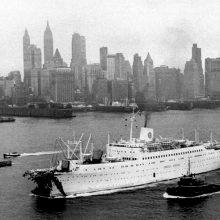 """Avarija: suknežinta nosimi """"Astoria"""" 1959 m. savarankiškai grįžo į Niujorką."""