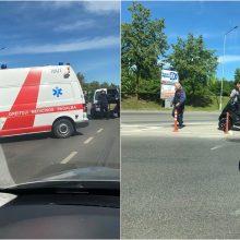 """Jonavos gatvėje kelio nepasidalijo motoroleris ir """"Peugeot"""""""