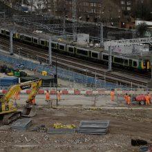 B. Johnsonas pritarė JK greitojo geležinkelio tiesimui