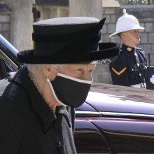 Elizabeth II laužo karališkąsias gedulo tradicijas