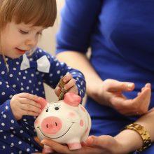 Seimas siekia užtikrinti, kad universalūs vaiko pinigai kitąmet didėtų iki 70 eurų