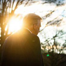 D. Trumpas paliko tradicinį kadenciją baigiančio prezidento laišką J. Bidenui