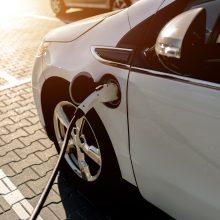 Tyrimas: elektromobiliai tapo patrauklesni už dyzelinius automobilius