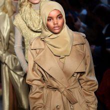 Podiumo žvaigždė musulmonė: didžiuojuosi, kad esu modelis su hidžabu