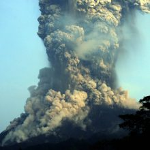 Indonezijoje išsiveržė vienas aktyviausių pasaulio ugnikalnių