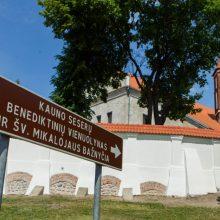 Kauno senamiestyje – ekskursija vienuolyno ansamblio atnaujinimui paremti