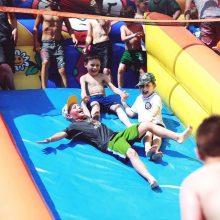 Treniruočių stovyklose vaikai sportuoja ir pramogauja