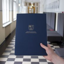 LSMU absolventams įteikti diplomai, pirmą kartą iškilmės – virtualiosios