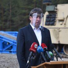 Ministras apie keiksmus pratybų metu: kariuomenė – tai ne džentelmenų klubas