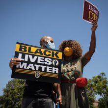 """Tūkstančiai JAV darbuotojų pradėjo """"Streiką už juodųjų gyvybes"""""""